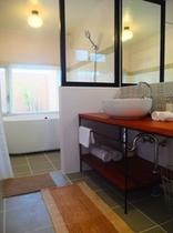 sabado bathroom