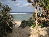 トケイ浜ビーチ入口