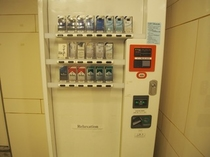 1階タバコ自販機