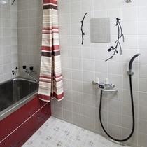 バスルーム レトロ感ある個性的なバスタブ