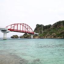 海中道路から終着伊計島につながる伊計大橋