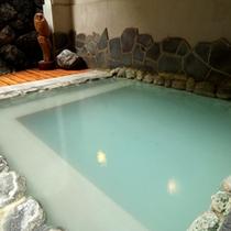 風を感じながらのんびり露天風呂。