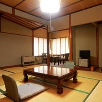 【10畳】 広めの和室はファミリー・グループにもゆったりお過ごし頂けます。