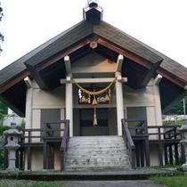 *蔵王温泉の自然の中、静かに鎮座する「酢川温泉神社」。