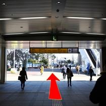 アクセス②JR桜木町駅南改札東口(みなとみらい方面)を出て駅前広場を直進