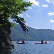 *【アクティビティ/カヤック】カヤックで遊びながら、川で泳いだり、飛び込んだりと自然を存分に満喫!