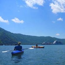 *【アクティビティ/カヤック】カヤックに乗って、水の上を伸び伸びお散歩。