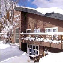 *【外観】雪景色を満喫!八甲田ロープウェーがすぐ目の前なので、移動もラクラクっ♪