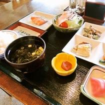 *ご朝食一例:富山米が美味しい和定食です
