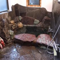 *通常:女性側のお風呂/2014年リニューアル『鉄平石風呂』をお愉しみください。