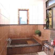 *通常:女性側のお風呂/2014年リニューアル『御影石風呂』をお愉しみください。