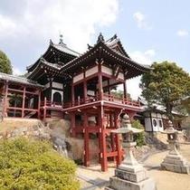 普明閣西方寺。 竹原の町が一望できる展望スポットです