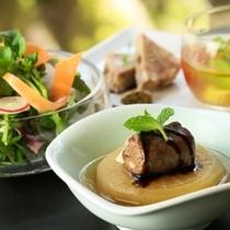 スタンダードコース_作り立てモッツァレラと牛肉のポトフ_サラダ_前菜三種