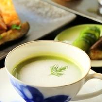 ライトコース_スープ_ブロッコリーのポタージュ_地鶏のローストくるみ味噌と共に_