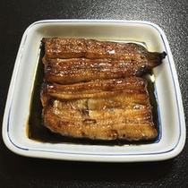 *【夕食一例】肉厚で柔らかい鰻のかば焼き。