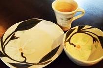 白い器とカップ