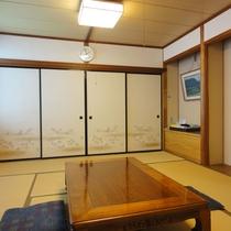 *和室10畳一例(もみじ)畳のお部屋でごゆっくりとお寛ぎください。