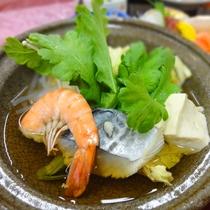 *<夕食一例>地元の食材や山陰の海の幸が味わえる和食会席。