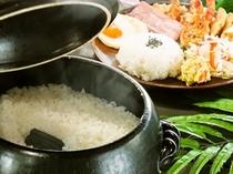 土鍋でご飯を炊いています。