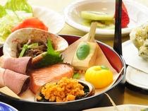 【春の夕食一例:ふだい浜かぜ】季節の食材を中心に、一品一品大切にお届けいたします。