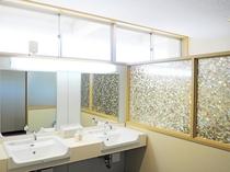 【共同洗面所】一部の客室に加え、洗面所もリニューアルいたしました。