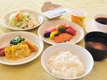 【お料理一例:バイキング】お食事時間は、ご夕食18:00−20:00、ご朝食6:30−8:30です。