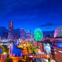 ■景色■煌びやかにライトアップされた大観覧車をはじめ、光で彩られた高層ビル群などの極上夜景を