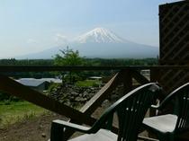 客室テラスからの富士山