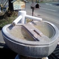 洞爺湖温泉に数ある中で唯一のハート型・しあわせの手湯。大和旅館前にあります。