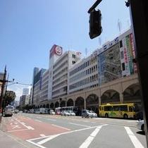 鶴屋百貨店(丸小ホテルを囲む風景)