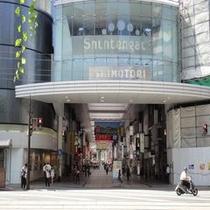 下通り(丸小ホテルを囲む風景)