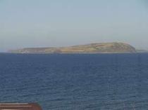宿から焼尻島が見えます。