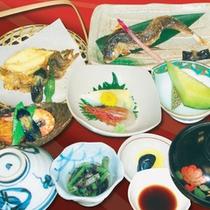 *【夕食例】旬や素材本来の味を大切にした料理が彩ります。