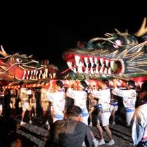 *【田沢湖龍神祭り】2体の龍神神輿を担いだ若者が練り歩く「双龍の出会い」