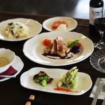 *【夕食一例】新鮮な食材使って作り上げるカジュアルディナーをご用意します。