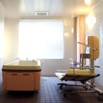 【介護ベッド利用可能な特殊浴槽】お体の不自由な方も安心してご利用いただけます