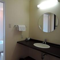 【客室洗面】洗面台もバリアフリー仕様となっております