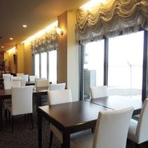 【レストラン】海を眺めながらゆっくりとお食事をお楽しみください