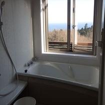 202号室と206号室のお部屋の展望風呂 晴れた日には海を眺めながらご入浴!お部屋のお風呂は温泉では