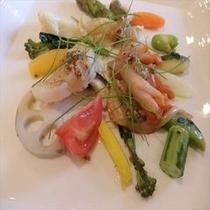 (ある日の前菜)貝類と野菜のコリアンダー風味マリネ