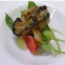 (ある日の前菜)岩牡蠣(宮崎産)のカレー風味 大粒の天然岩牡蠣は軽く火を入れてジューシーに