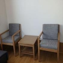 お部屋のテーブルと椅子 各部屋ごとに違います
