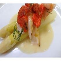 (ある日の前菜)白アスパラガスと伊勢海老の温サラダ 春といえば白アスパラガスで決まり!