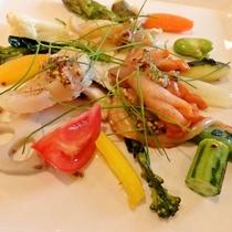 季節の野菜と貝類のマリネ
