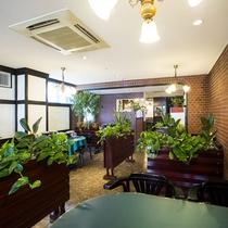カフェ&レストラン「シャコンヌ」(館内1F)