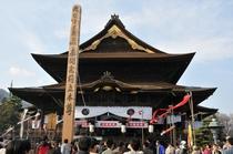 長野市の国宝「善光寺」