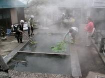 村民の台所 源泉麻釜(おがま)