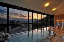 展望風呂からの眺め(北信五岳の夕焼け)