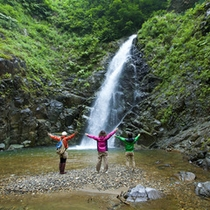 【暗門の滝】人気の観光スポットは当ビレッジからのアクセス良好!(足場が悪い道あり)
