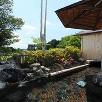 *【風呂】開放的な展望風呂。四季折々の自然の変化を楽しみながら、お入り下さい。